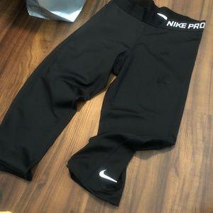 Cropped Nike Leggings black M